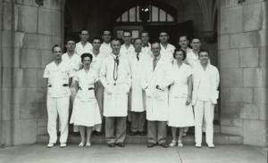 Departamento de Pediatría residentes en 1949 (incluyendo Mildred Stahlman, abajo a la izquierda)