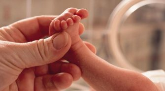 ¿Qué introductor elegir para la canalización de PICCs neonatales?